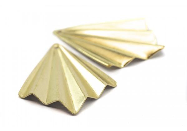 4 Breloques Forme Eventail Aspect Plié en Laiton Brut - Dim. : 35 x 27 mm - Couleur Doré