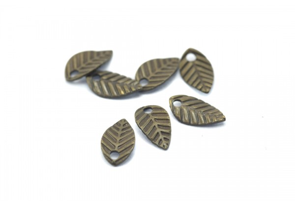 20 Mini breloques feuilles - Dim. : 7 x 4 mm - Couleur Bronze