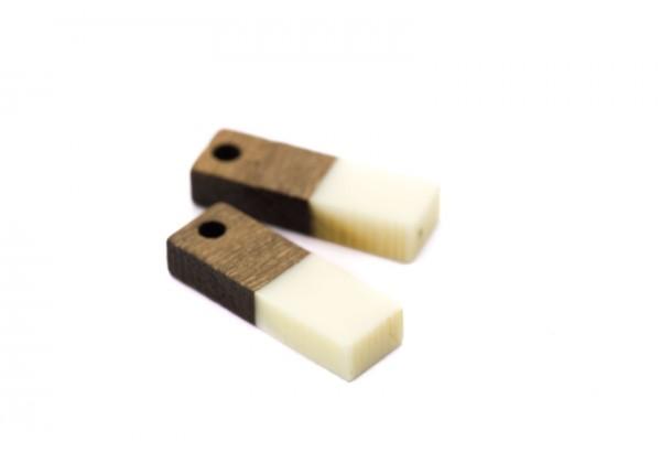 2 Breloques Bois et Résine - Dim. : 17 x 5 mm / Ep. : 3 mm - Bi-colore : Bois et Résine Blanc