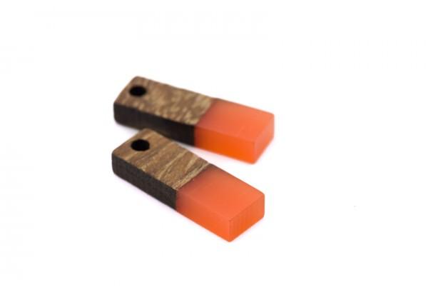 2 Breloques Bois et Résine - Dim. : 17 x 5 mm / Ep. : 3 mm - Bi-colore : Bois et Résine Orange