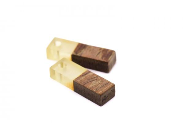 2 Breloques Bois et Résine - Dim. : 17 x 5 mm / Ep. : 3 mm - Bi-colore : Bois et Résine Translucide