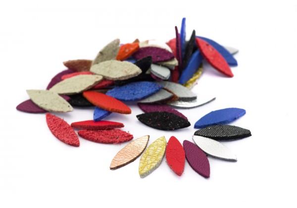 DESTOCKAGE - Navettes de cuir en assortiment de couleur - Lot de ± 50 éléments - Navettes de 15 x 5 mm (Nav2)